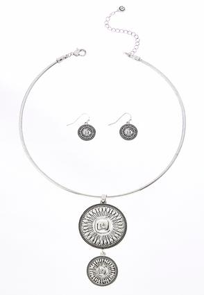 Tiered Medallion Necklace Set | Tuggl