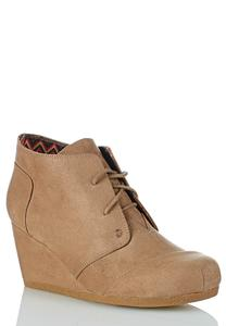 Lace Up Wedge Shooties