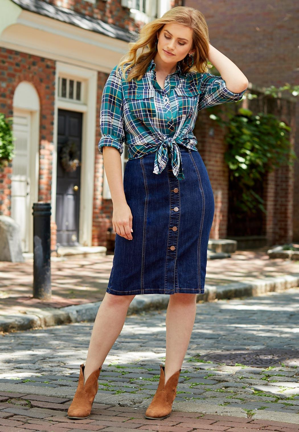 Plus Size Button Down Denim Skirt (Item #44006675)
