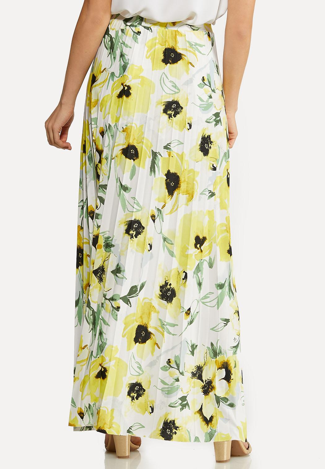 Plus Size Floral Pleated Skirt (Item #44170985)