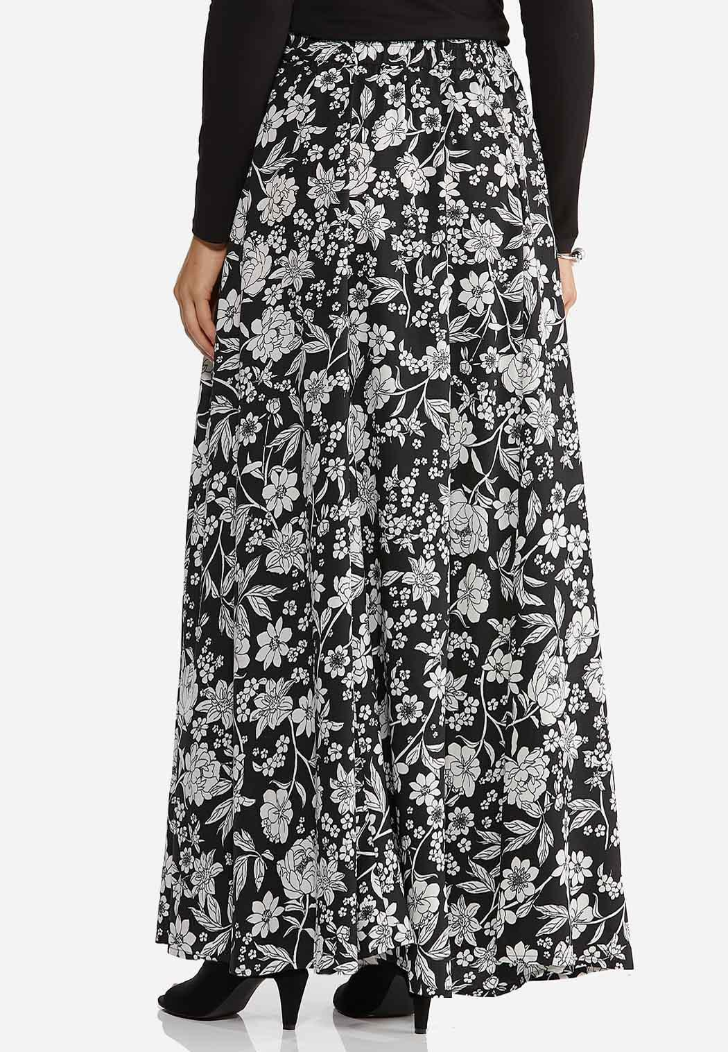 Plus Size Sweeping Floral Maxi Skirt (Item #44412558)