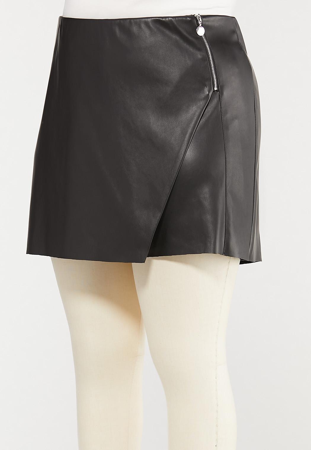 Plus Size Black Faux Leather Skort (Item #44509414)