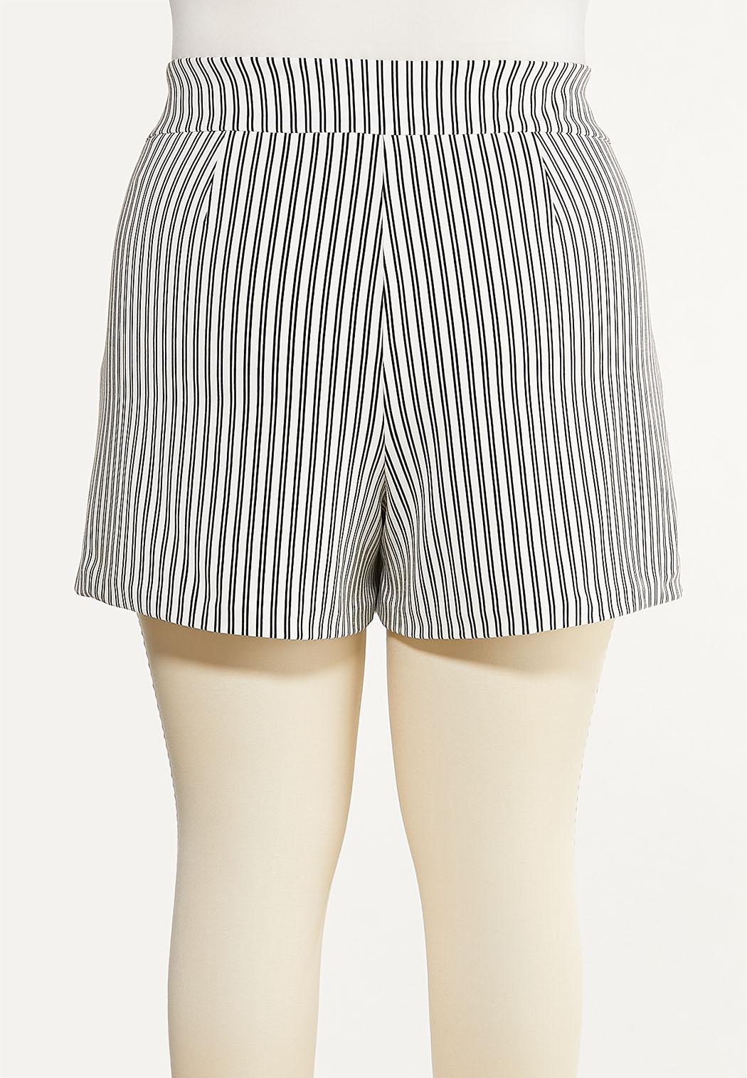Plus Size Striped Button Shorts (Item #44527778)