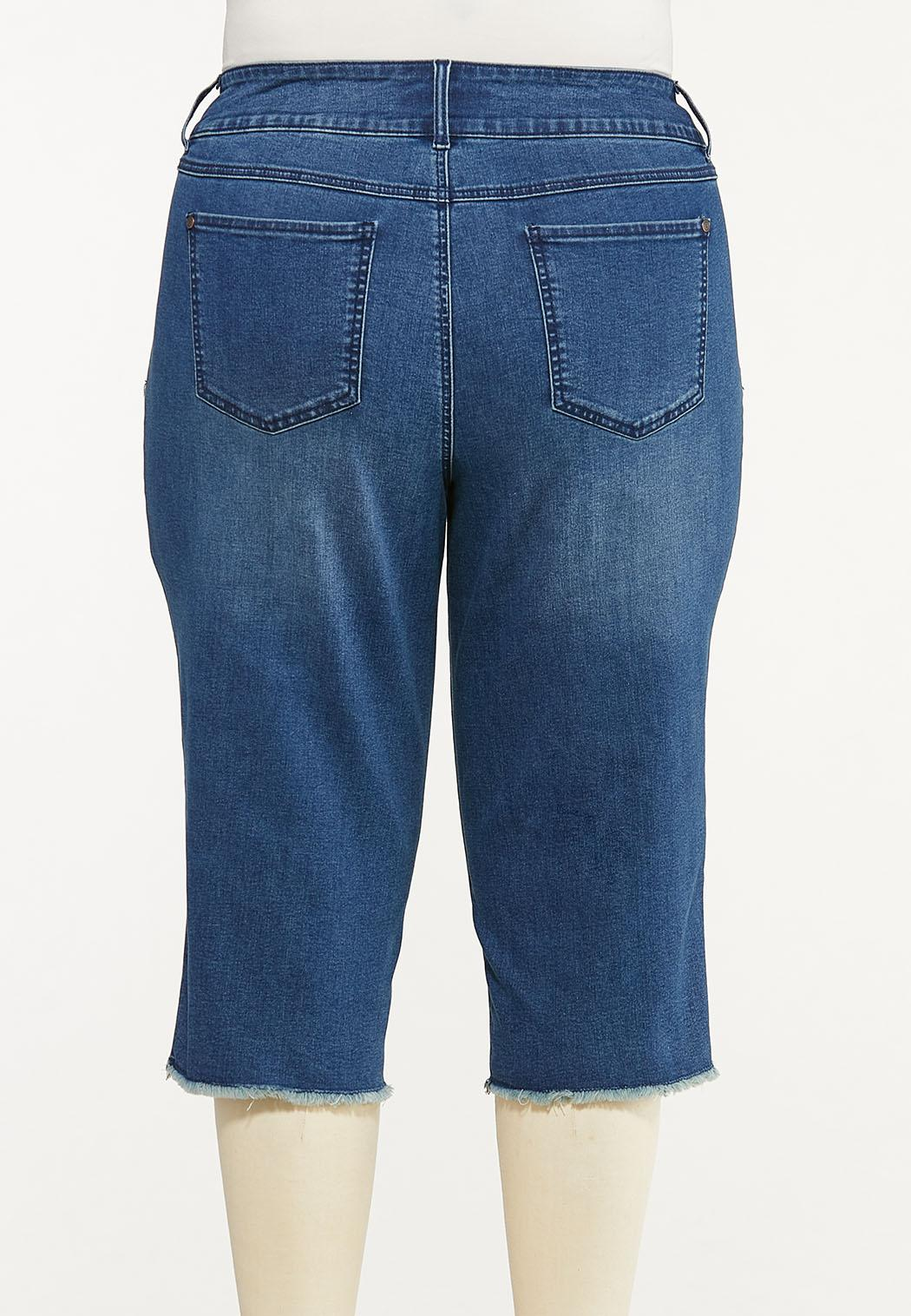 Plus Size Cropped Frayed Jeans (Item #44588116)