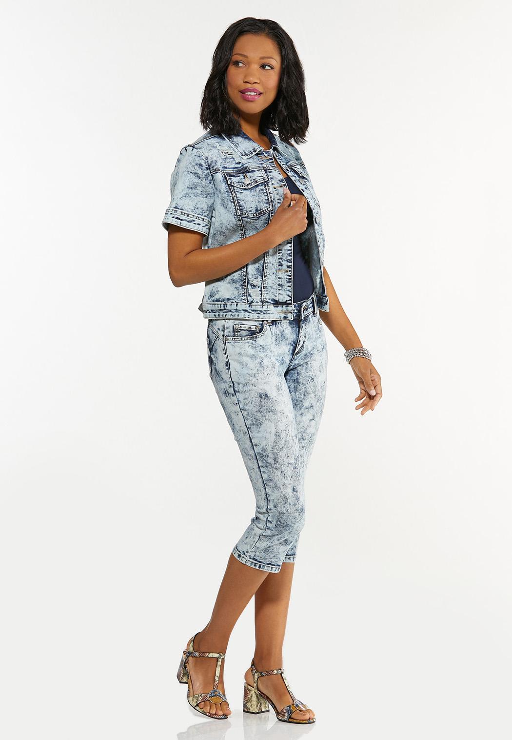 Plus Size Cropped Acid Wash Jeans (Item #44588154)