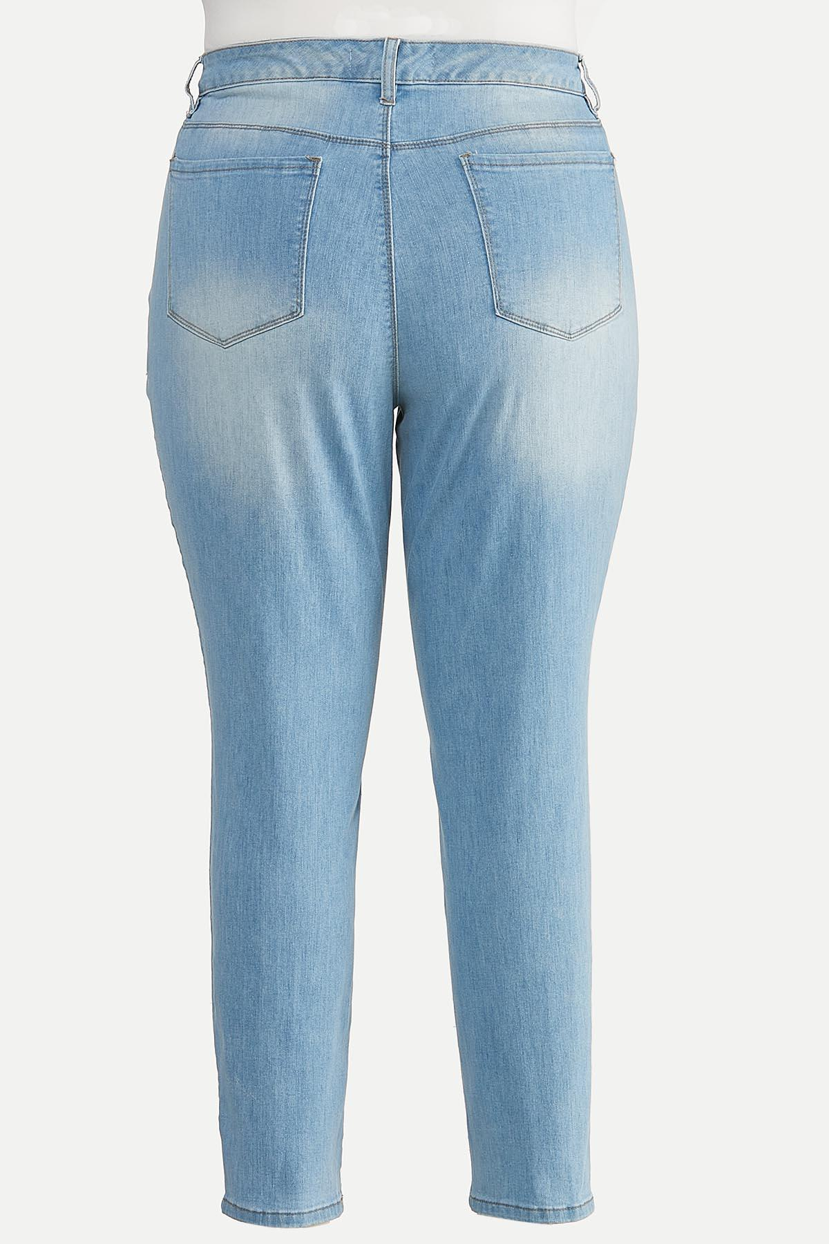 Plus Size Light Wash Skinny Jeans (Item #44606680)