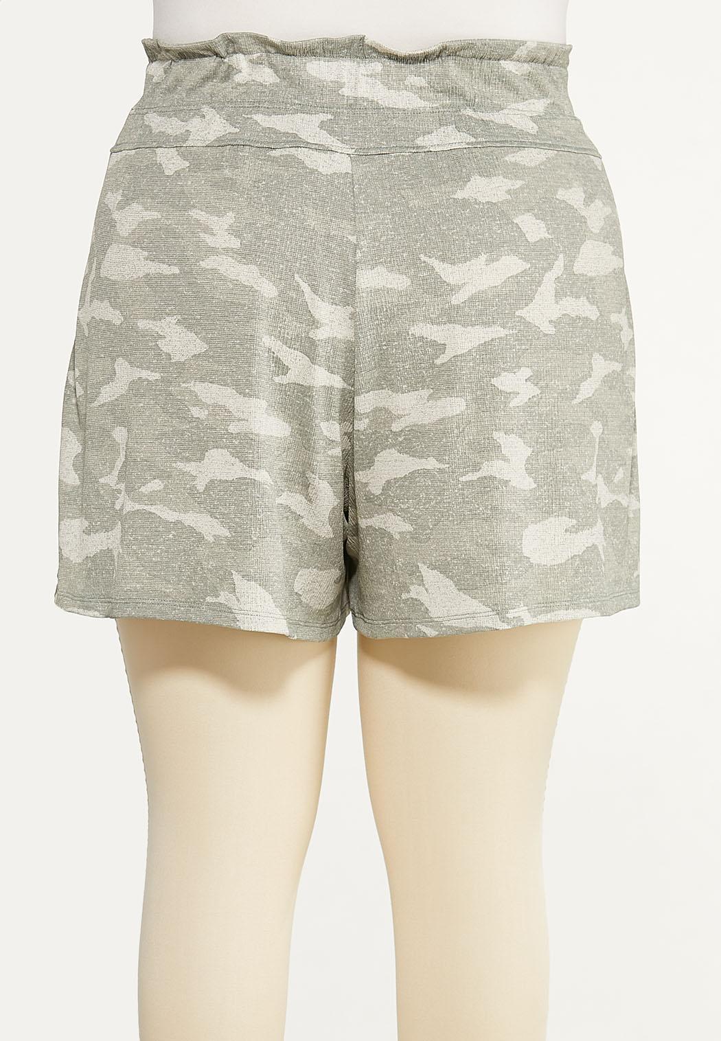 Plus Size Textured Camo Shorts (Item #44614782)