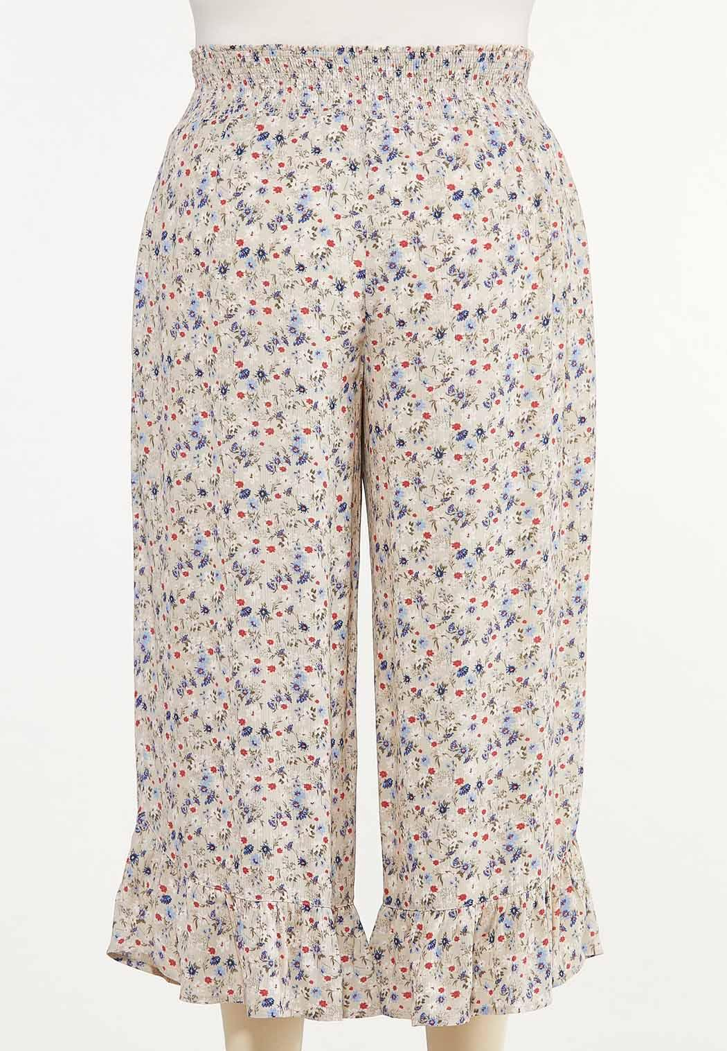 Plus Size Cropped Ruffled Floral Pants (Item #44617744)