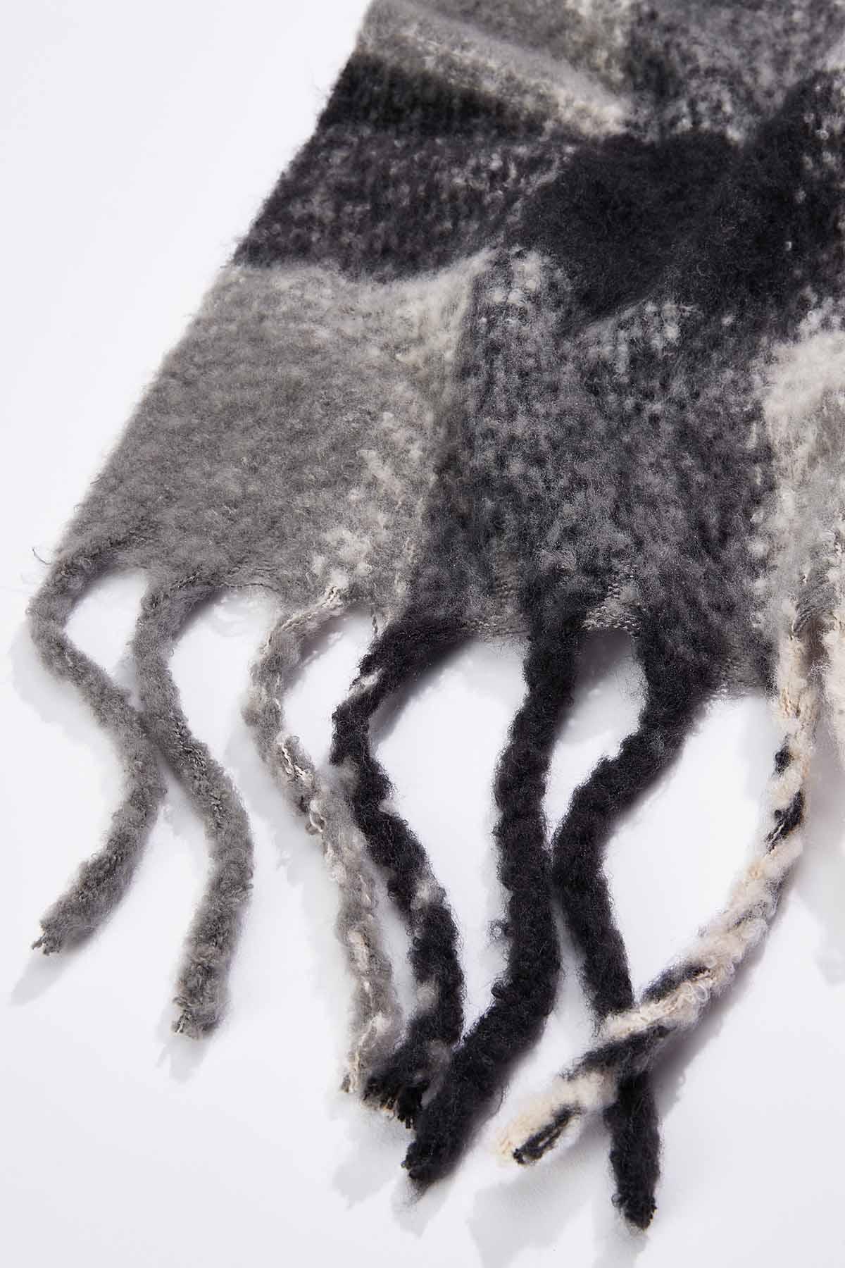 Gray Cozy Plaid Scarf (Item #44724434)