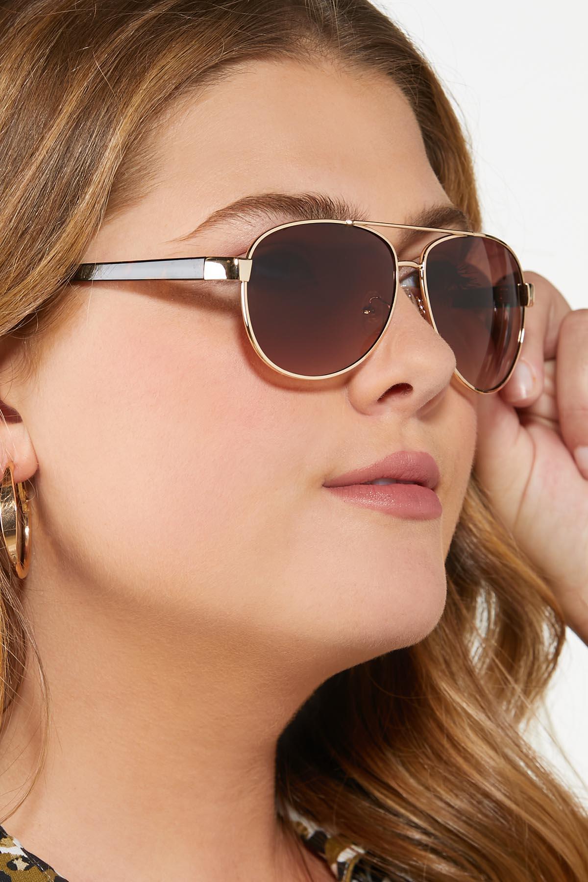 Chic Aviator Sunglasses (Item #44810283)