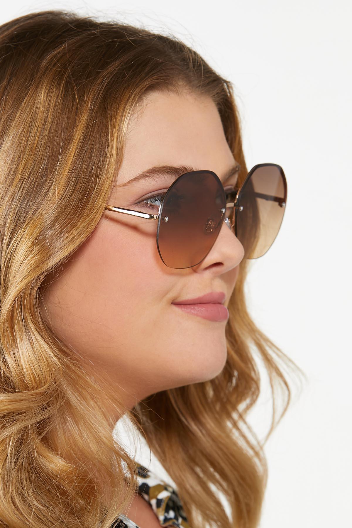 Round Lens Trendy Sunglasses (Item #44810285)